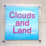 Clouds and Land 看板の写真